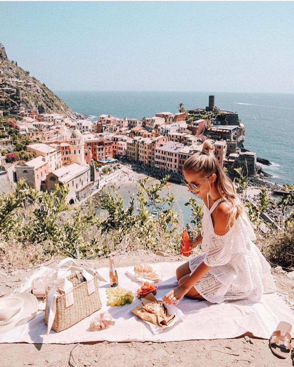 Italian Summer Picnic Outfit Idea 2020