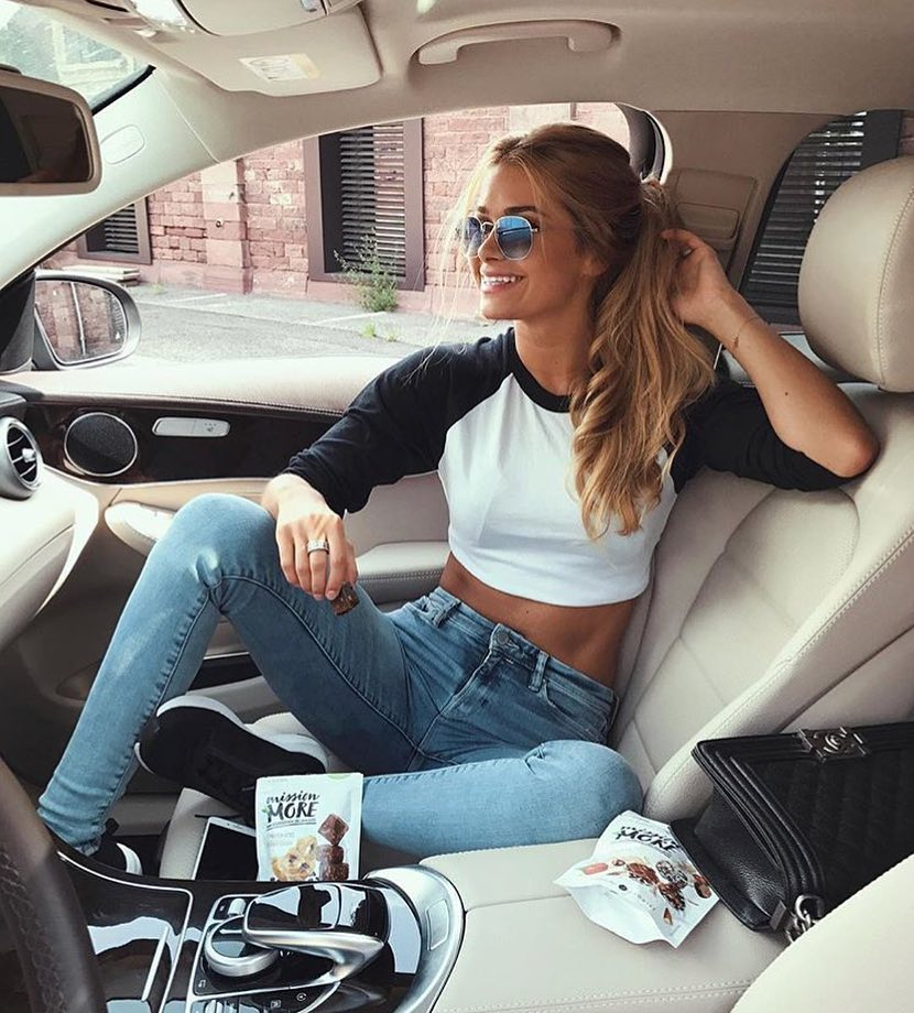 American Casual Style: Crop Top With Raglan Sleeves And High Rise Skinnies 2019
