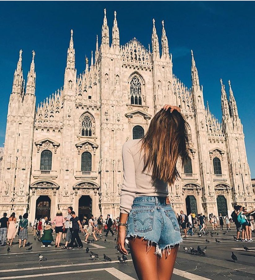Milan Outfit Idea For Summer: Slim Pullover And Frayed Denim Shorts 2019