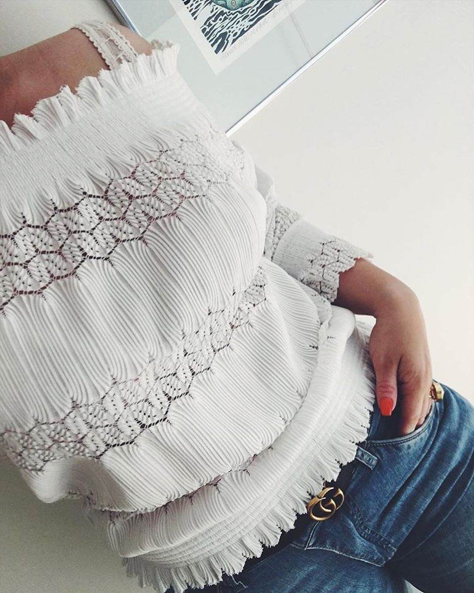 How To Wear White Peasant Crochet Top With Jeans This Summer 2019