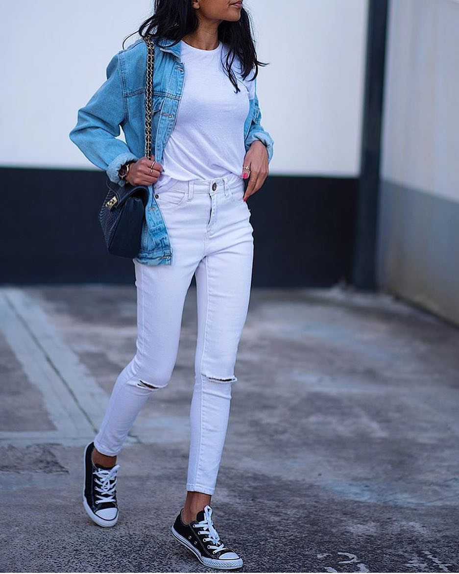 Summer Double Denim Outfit Idea: Blue Denim Jacket And White Jeans 2020
