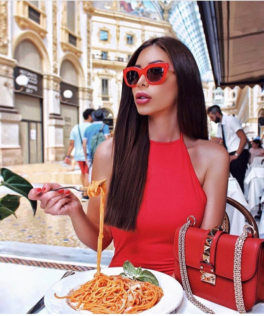 Italian Lady Style For Summer: All Red Outfit 2020