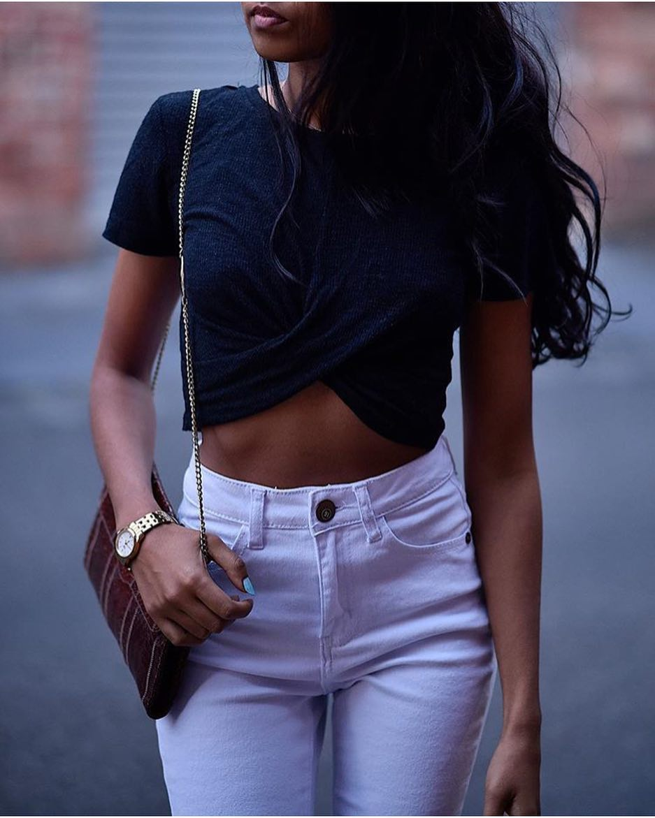 Crop Black T-Shirt And White Skinny Jeans For Summer 2019