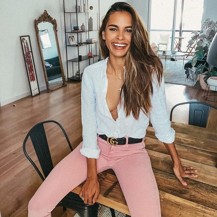 White Shirt And Pink Skinny Jeans For Summer 2019