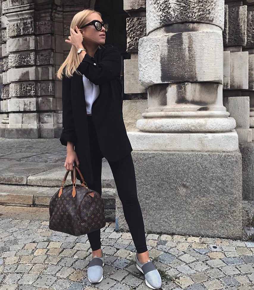 How To Wear Black Long Blazer This Spring 2019