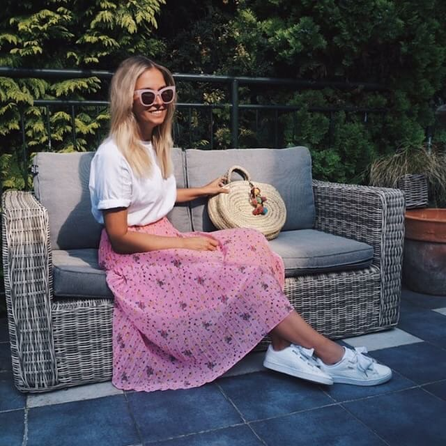 Casual Look For Summer: White Tee, Pink Pleated Midi Skirt And White Kicks 2019