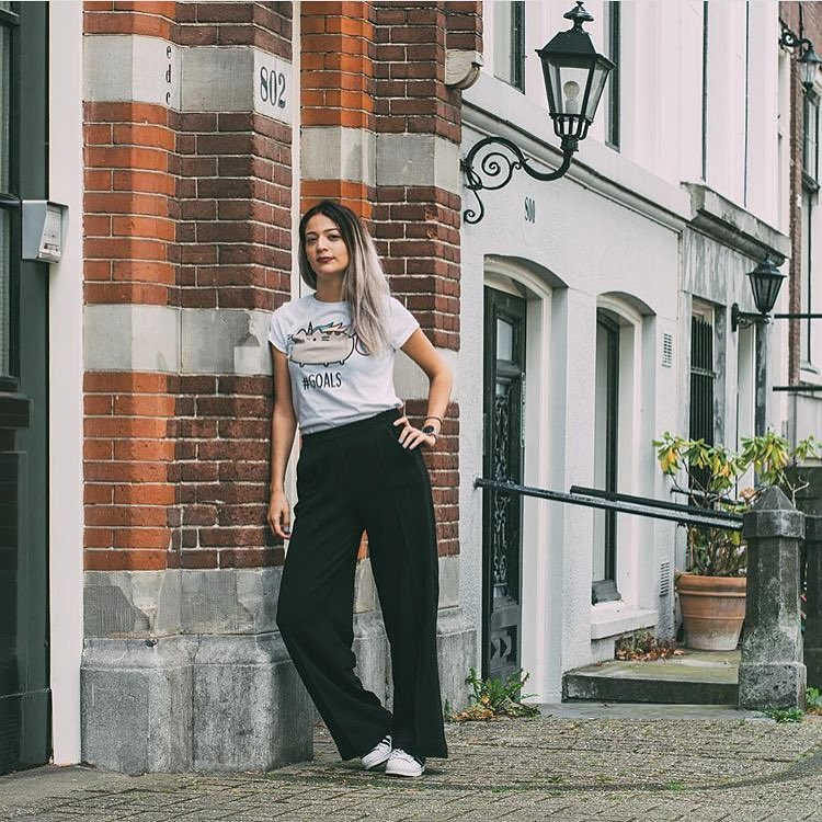 How To Style Black Wide Pants And Casual White Tee This Summer 2020