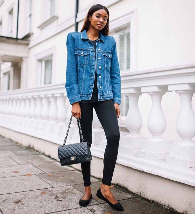 Can You Wear Blue Denim Jacket With A Black Top, Black Leggings And Flats 2019