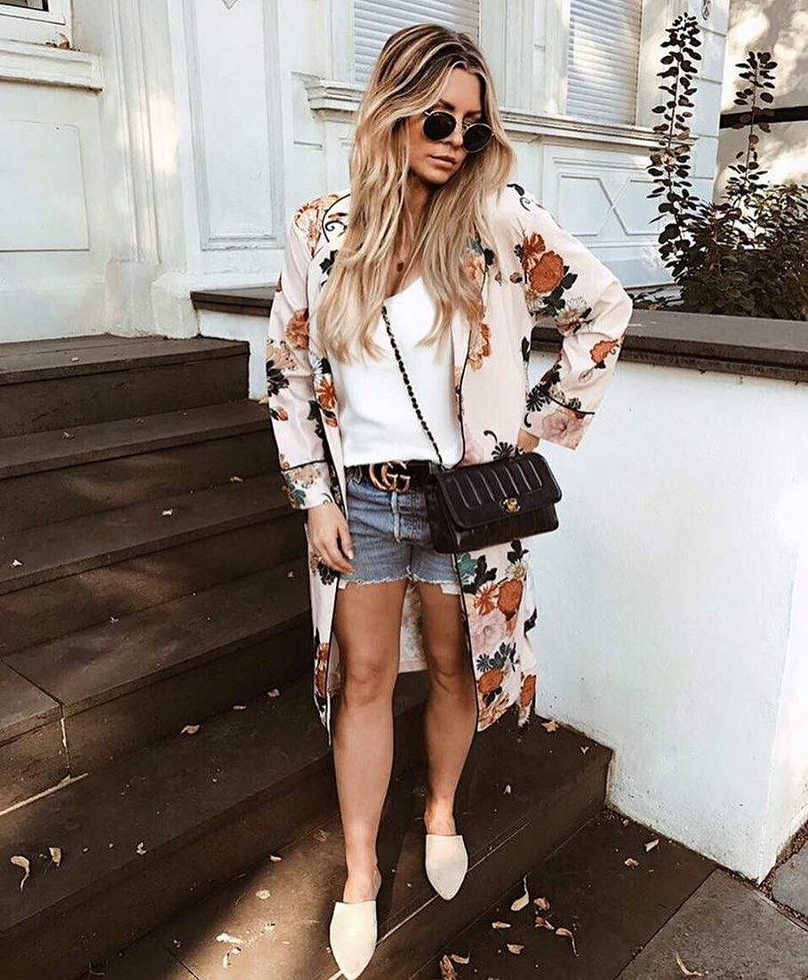Floral Kimono With White Tee, Denim Shorts And Flat Pumps For Summer 2019
