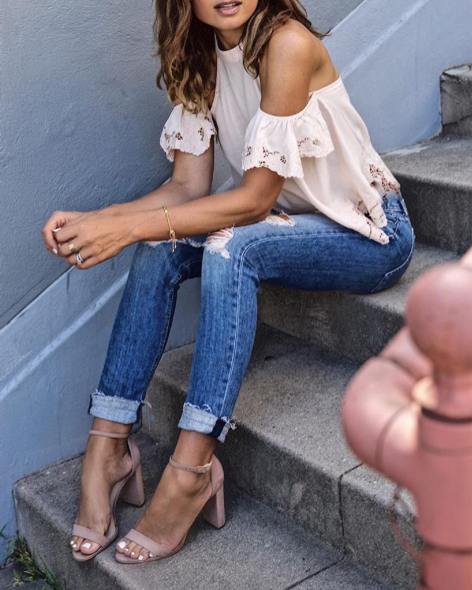 Halter-neck Top With Cold Shoulders And Cuffed Skinny Jeans For Summer 2019