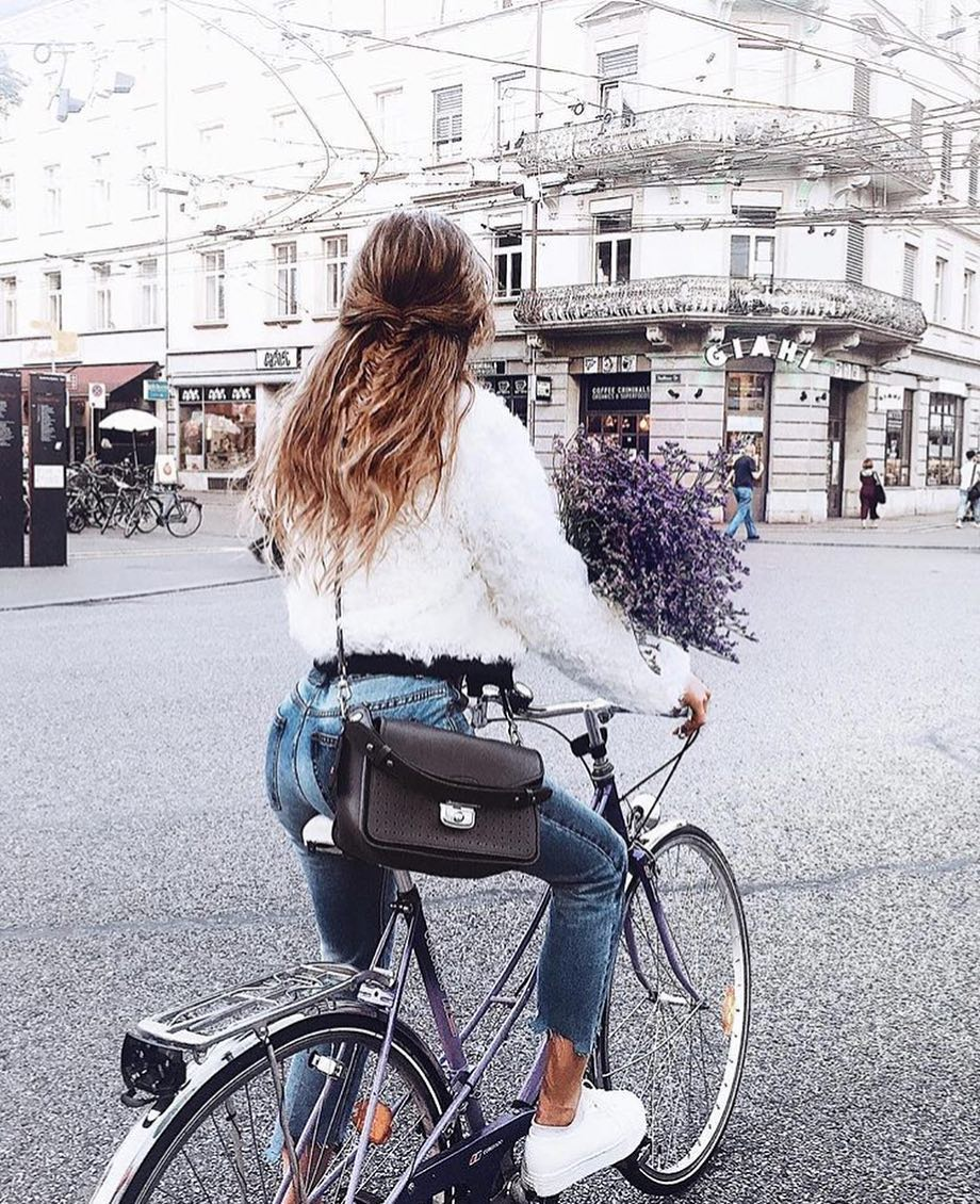 White Fluffy Jacket And Skinny Jeans With White Sneaker For Fall Bicycle Ride 2019