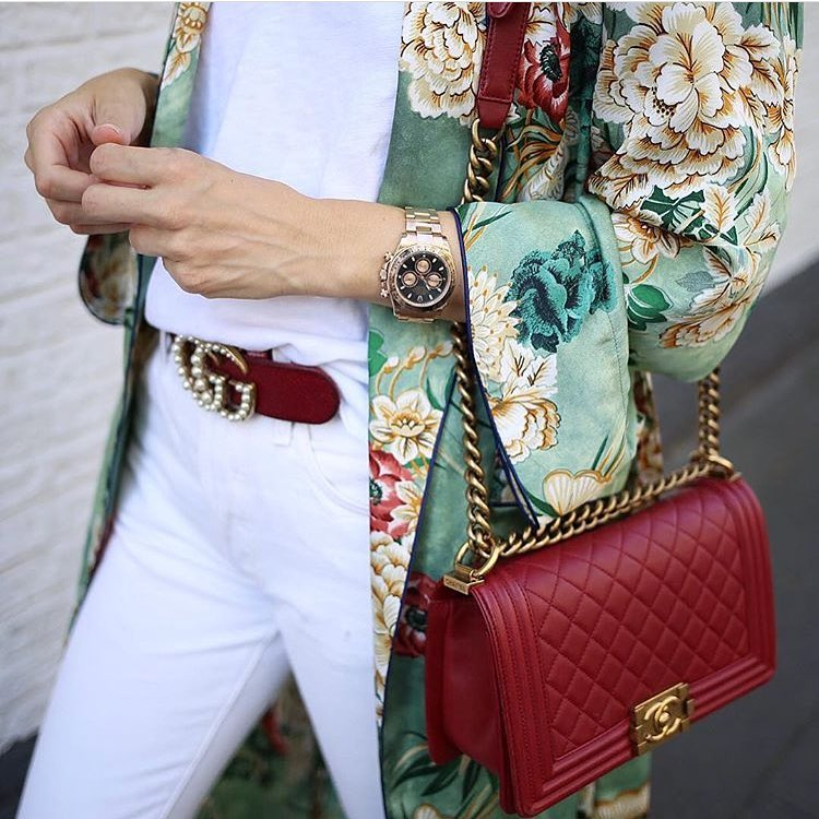 Floral Kimono With White Top And White Jeans For Summer 2021
