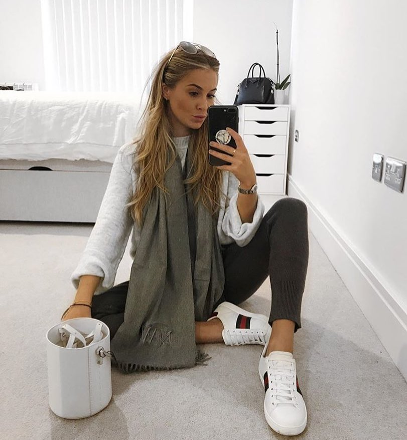 Fall Essentials: White Sweater With Knitted Joggers And White Kicks 2020