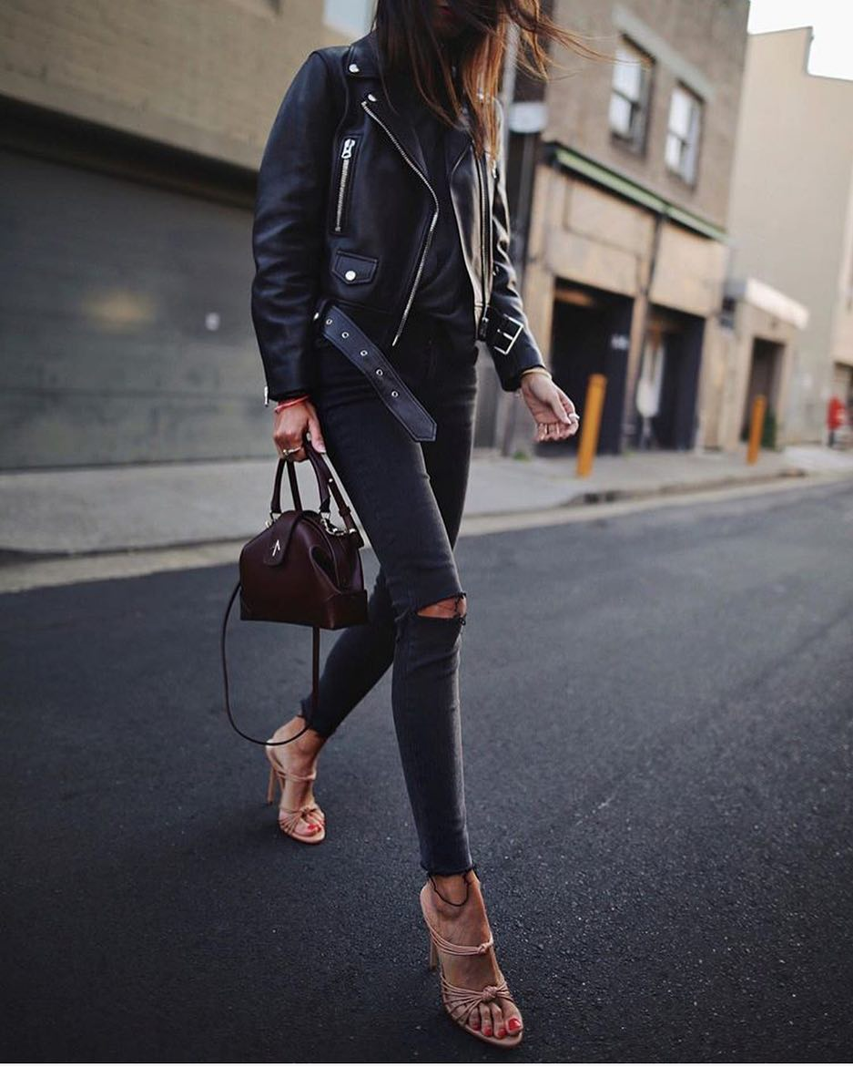All Black For Fall: Leather Jacket, Sweater And Skinny Jeans With Nude Sandals 2020