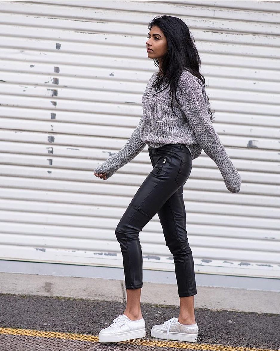 Simple Fall Basics: Grey Sweater, Black Leather Pants And White Sneakers 2019