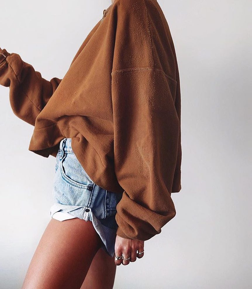 Brown Oversized Sweatshirt And Denim Shorts For Warm Fall 2020
