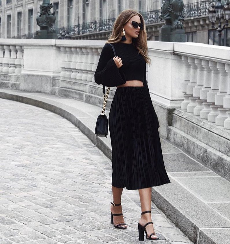 All Black OOTD For Fall: Bell Sleeve Crop Top And Knife-Pleated Midi Skirt 2021