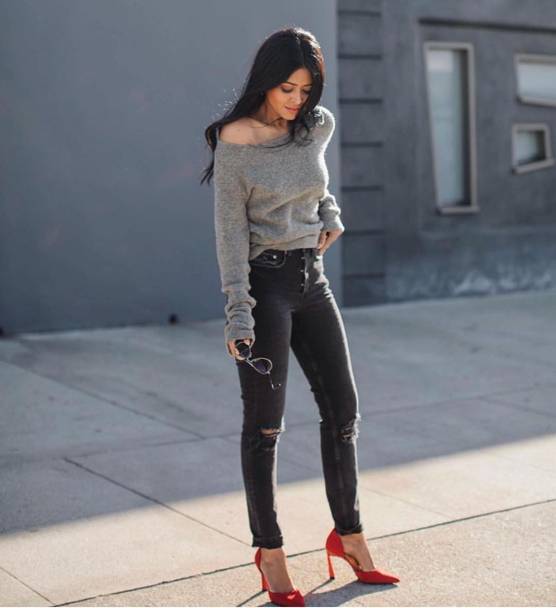 Off Shoulder Grey Sweater With Ripped Jeans And Red Pumps 2020