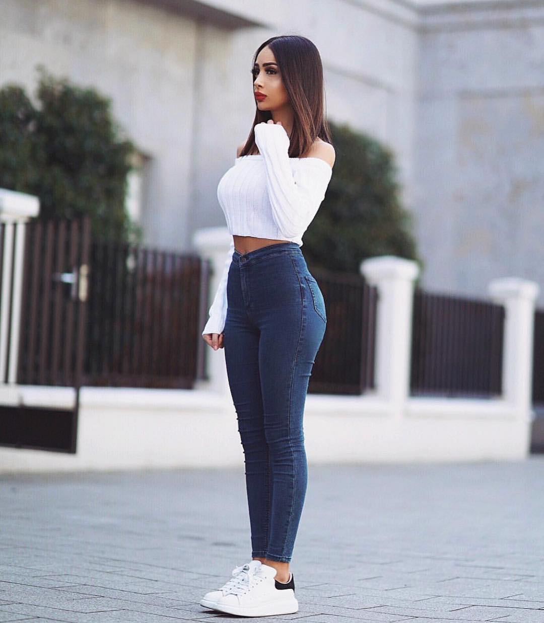 Urban Style: Off Shoulder White Top And High Rise Skinny Jeans With White Kicks 2020