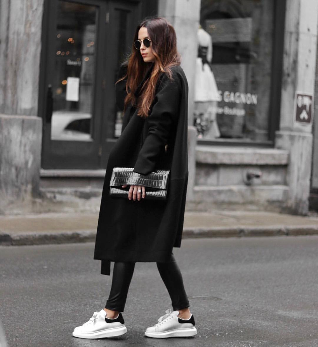 How To Style Black And White: Oversized Coat In Black And White Sneakers 2021
