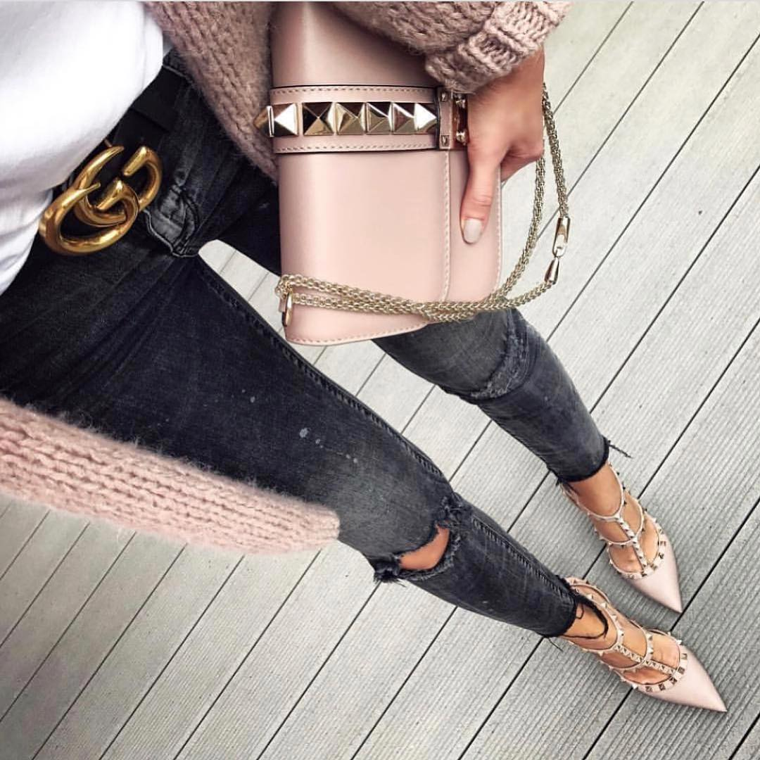 Blush Details For Fall: Cardigan, Clutch Bag And Studded Pointed-Toe Heels 2019
