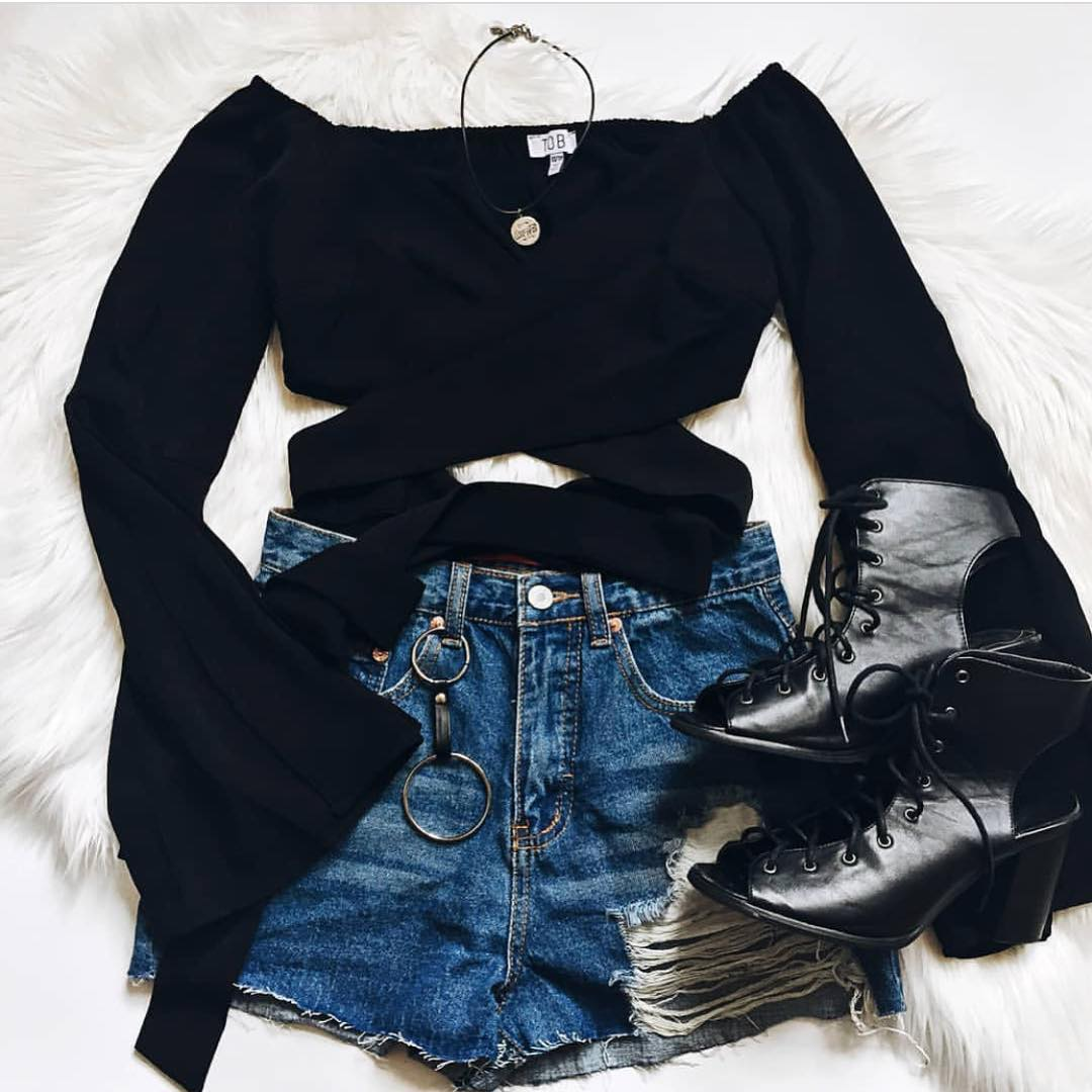 Grunge Basics For Young Ladies: Black Crop Top, Denim Shorts And Cut Out Booties 2020