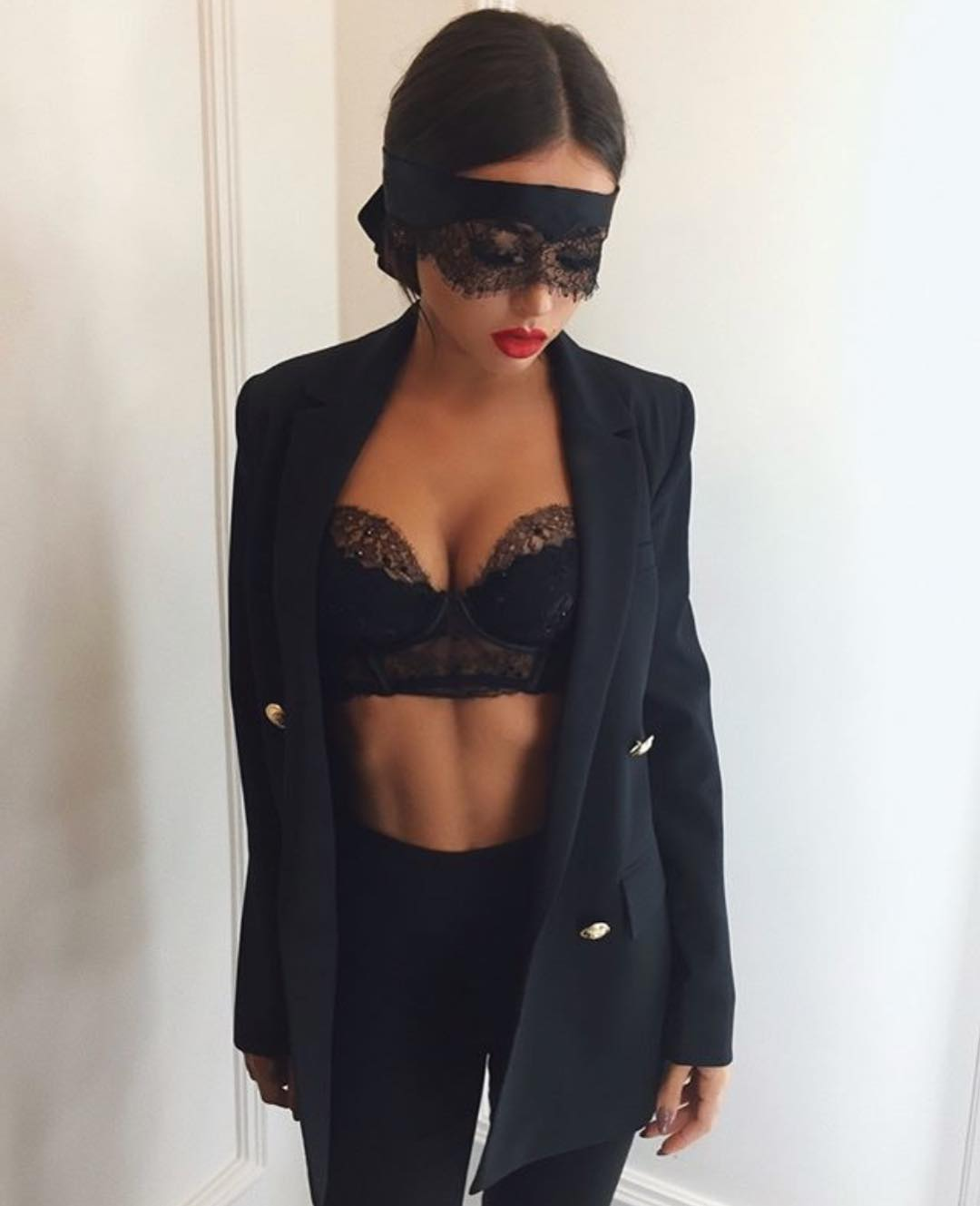 All Black Cocktail Party Outfit: Black Blazer, Lingerie Crop Top And Skinny Pants 2019