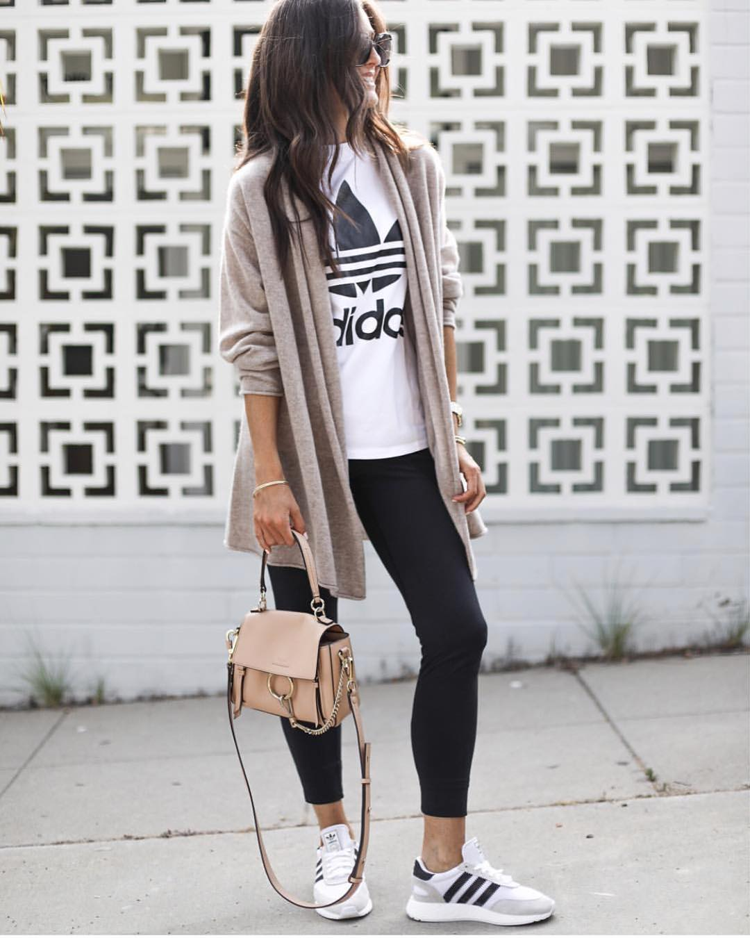 Sporty Casual Style For Fall: Long Cardigan, Leggings And Sneakers 2020
