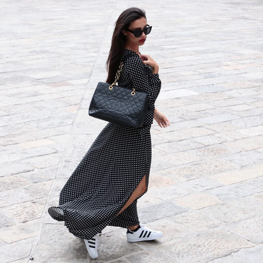 Black Maxi Dress In White Dots And White Sneakers For Casual Summer Street Walks 2020